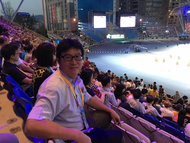 民進黨立委姚文智今晚在世大運開幕式現場觀禮。(翻攝自姚文智臉書)