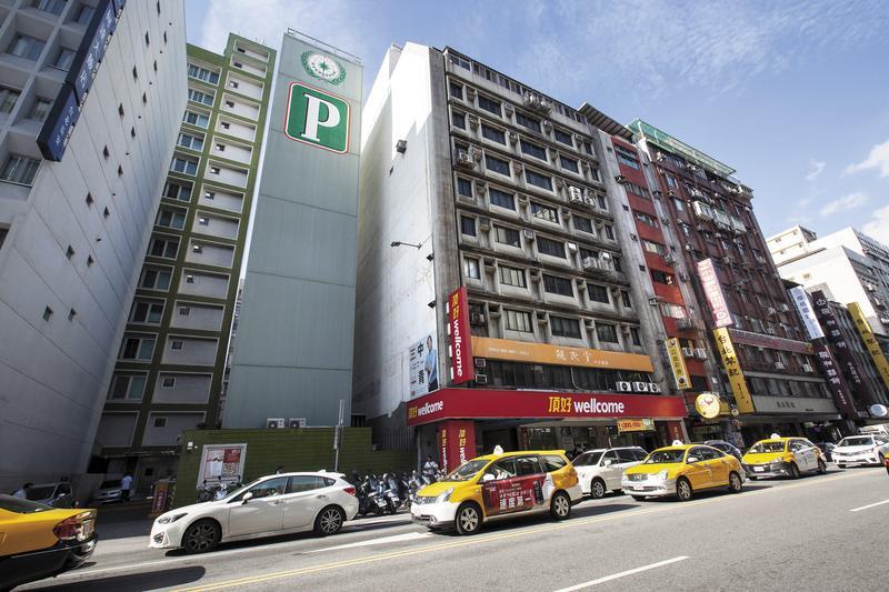 親民黨中央黨部位於北市長安東路某建築物2樓,以外觀來說不太好找,最近傳出因風水不好要找新地點。