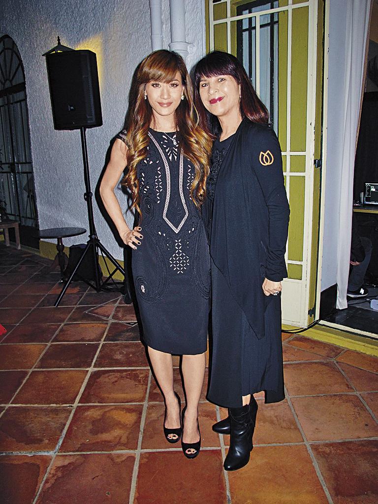 林珍奇日前與女兒李依琳(左)出席香港荷蘭日活動,2人現身宛如姐妹。(東方IC)