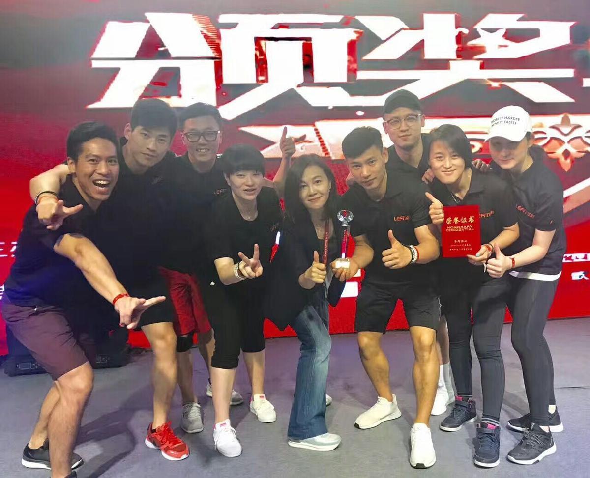 唐雅君今年6月底和樂刻同仁一起參加北京春季健身大會,重返健身圈的她看來相當有活力。(唐雅君提供)