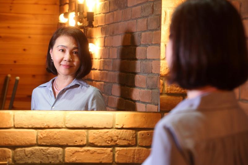 唐雅君從年營收20多億元的企業董事長到階下囚,一路走來,她如人飲水。