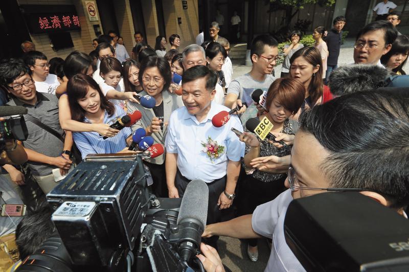 經濟部長李世光請辭後,內閣沒有因此止血,甚至也帶出民進黨能源政策過於脆弱的問題。