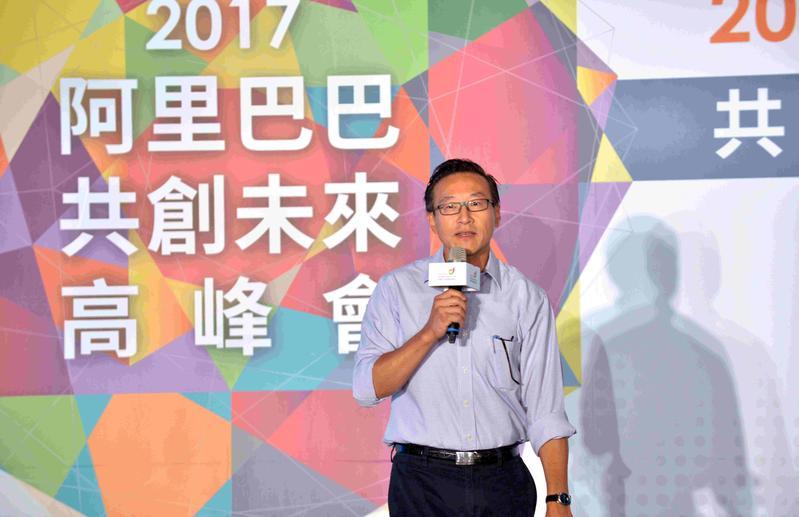 阿里巴巴集團執行副主席蔡崇信今(22)日在台北出席阿里巴巴台灣創業者基金論壇,他要年輕人創業不要怕失敗,因為「天下沒有毫無意義的失敗」。