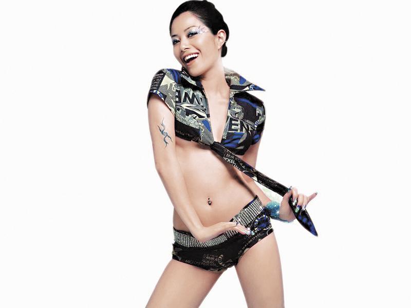 出道多年的徐懷鈺曾紅透半邊天,被封為平民天后的她,事業如升降機大起大落。(翻攝自百娛經紀官網)