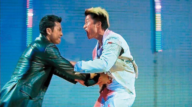 2005年甄子丹(左)跟吳京(右)合作《殺破狼》很不愉快,甄子丹來真的,打斷了4根道具棒,片中留下了兩人巷戰決鬥畫面,至今成為經典。(翻攝自網路)