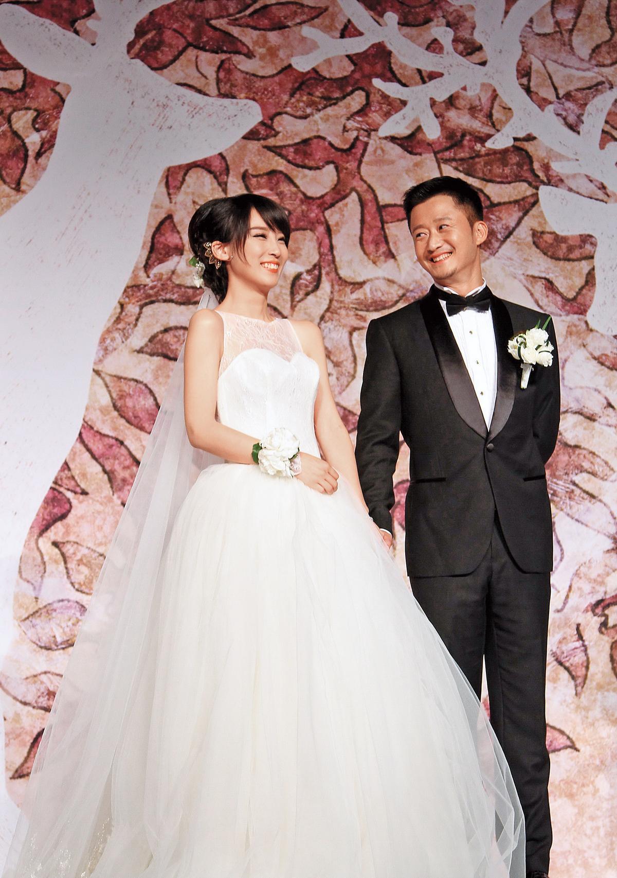 2014年吳京(右)終於跟當紅主持人謝楠(左)結婚,當時女方的事業發展比他好,如今兩人已有了可愛的兒子。(東方IC)