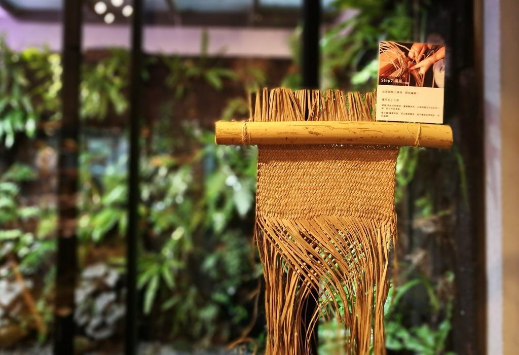 以台灣土地上精彩設計好物為主軸商品的「森林島嶼」,近期展出苗栗苑裡三角藺草的故事。