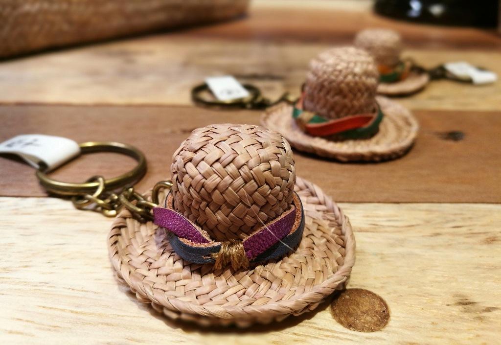 以藺草編織成的可愛鑰匙圈。