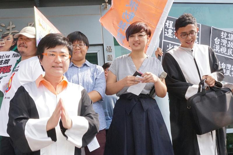 女同志呂欣潔與陳凌登記結婚遭拒案,今天(23日)在台北高等行政法院開庭審理。
