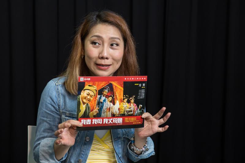 郎祖筠創辦的春河劇團最新大戲《我妻我母我丈母娘》將於9月全台巡演,郎祖筠不只演活戲裡的角色,也希望戲外的自己樂活一輩子。