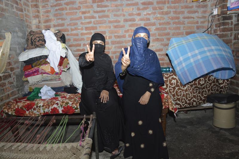 印度最高法院宣布穆斯林男性喊三聲talaq即可離婚,是違憲行為。對這遲來的正義,穆斯林女性開心慶祝。(東方IC)