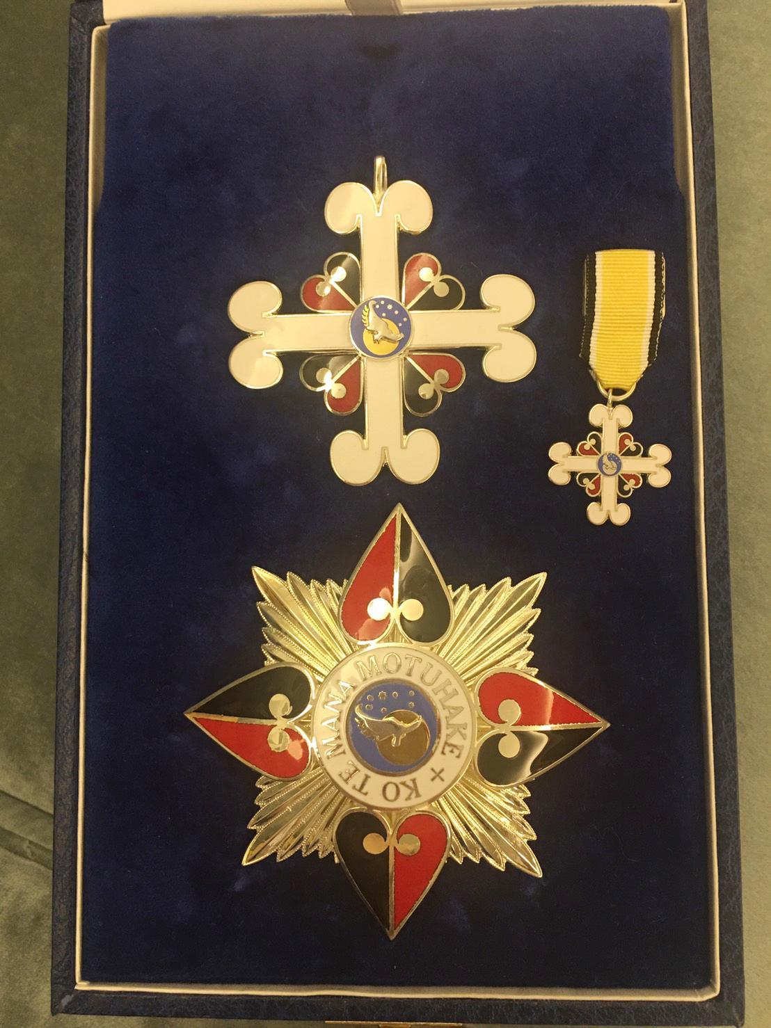 陳瑩獲頒的勳章,類似英國的爵級司令勳章。