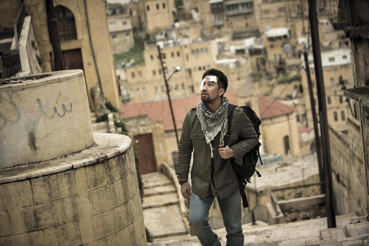 黃健瑋在劇中飾演無國界醫師,劇組也依照劇情,遠赴約旦取景。(公視提供)