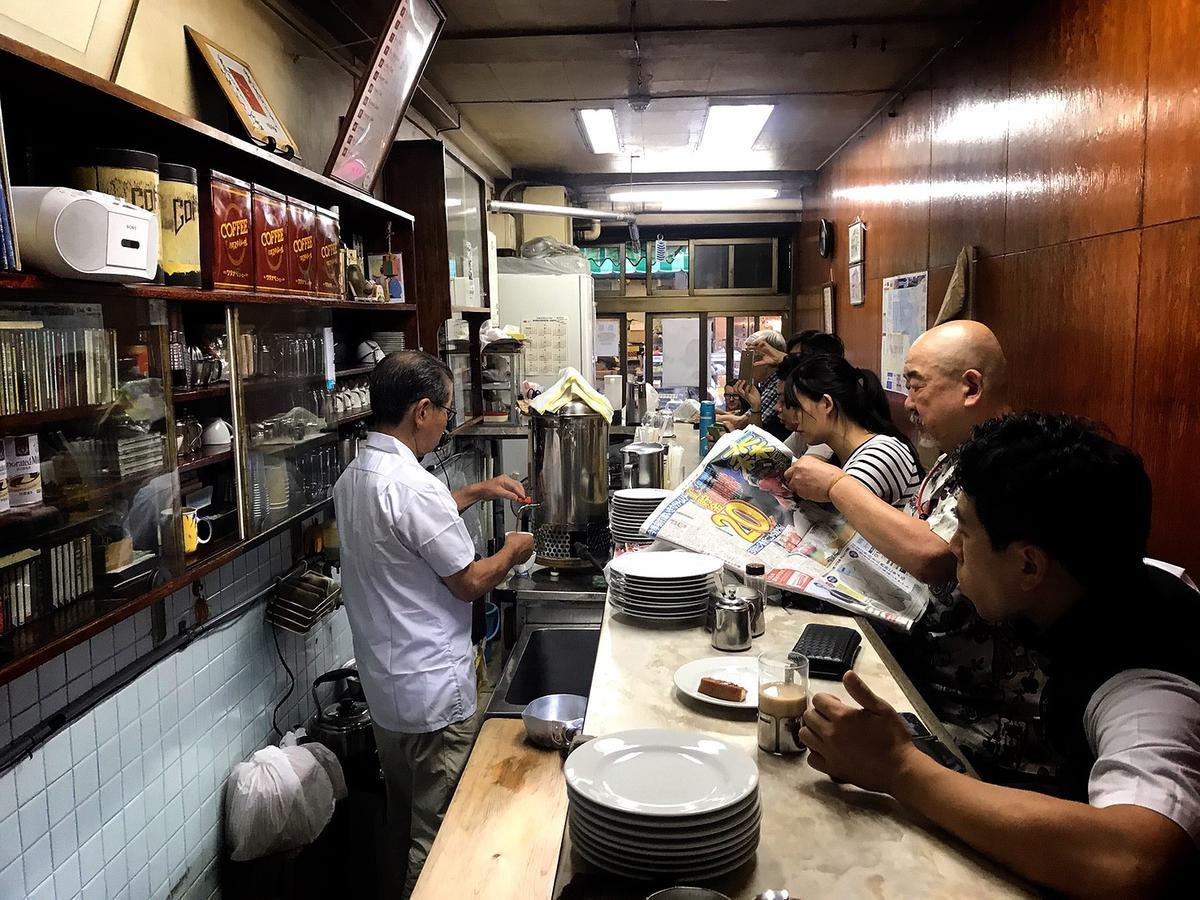 愛養的熱咖啡裝在銀色保溫桶裡,每天在別處煮好再送到店內,在現今手沖、現煮的咖啡新浪潮裡是較少見的咖啡店風情。