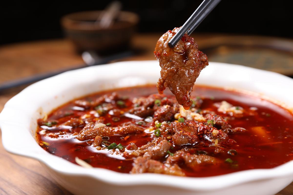 「水煮牛」是四川遊玩必嘗的經典川菜。(人民幣38元/份,約NT$172)