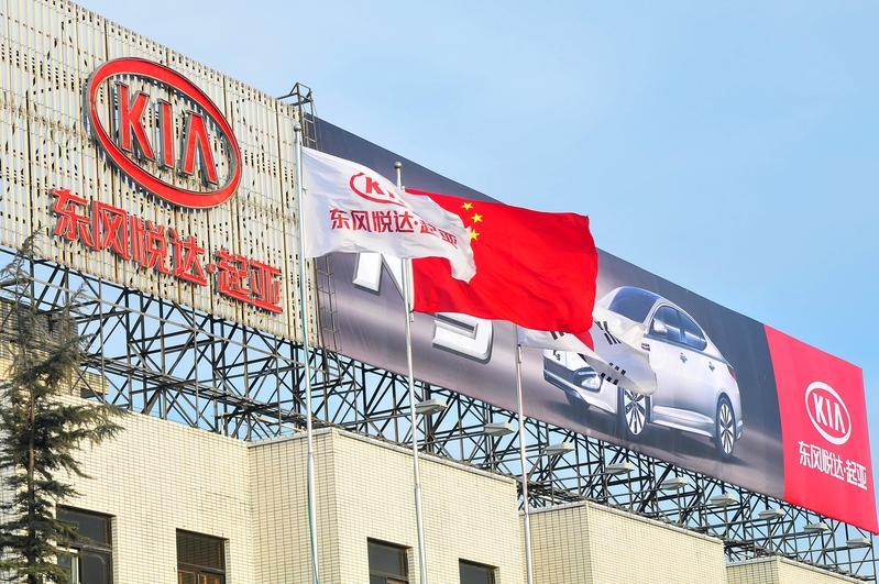 禁韓令波及中國勞工,中韓在江蘇合資成立的汽車廠傳出放無薪假。(東方IC)