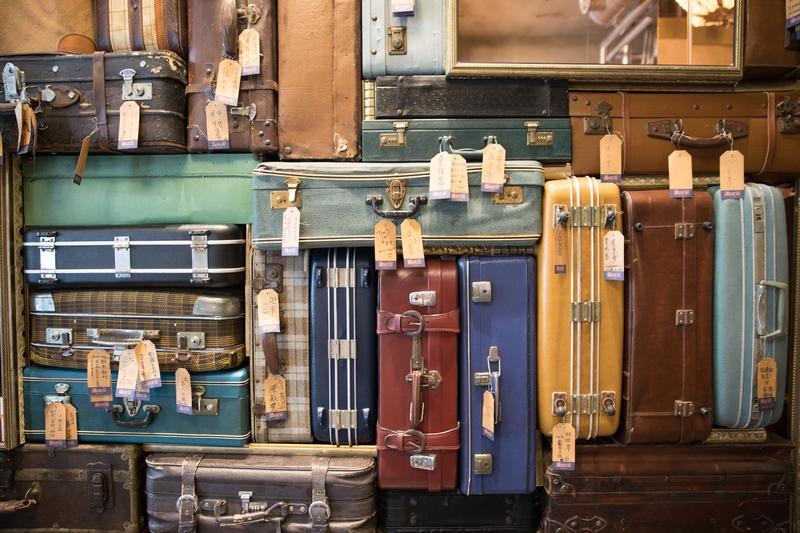 「1969藍天飯店」用行李箱意喻此處是旅行和休息的場域。