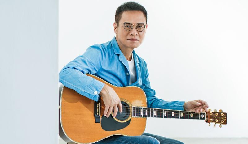 「吉他愈用聲音愈開,跟人的結合度愈來愈近。」羅大佑手上這把收藏多年的吉他是Martin D-45。