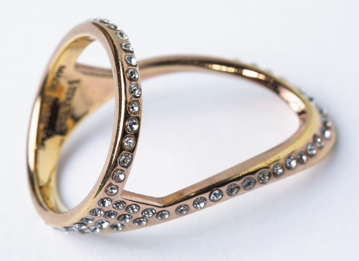 VITA FEDE碎鑽裝飾戒指。NT$12,000