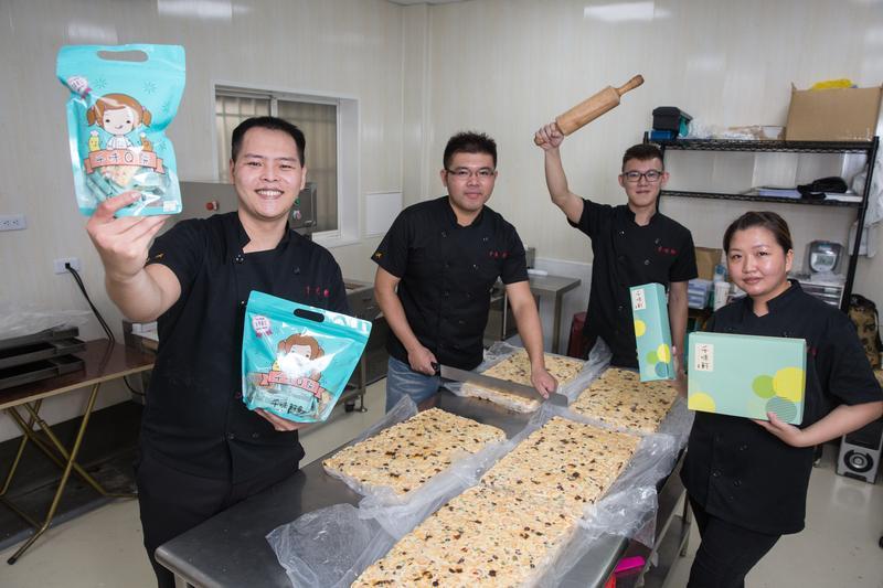 24歲的金沢千味軒老闆林勁勳,2年前拿著6萬元創業,吃白飯配醬油過1個月,終熬出頭,成為旺季月營收逾300萬元的網路名店。