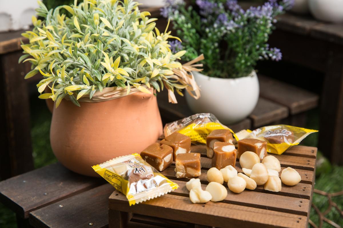 金沢千味軒的新品「千味糖」,內含整顆夏威夷豆,與市售採用碎片的方式不同,客人詢問度高。