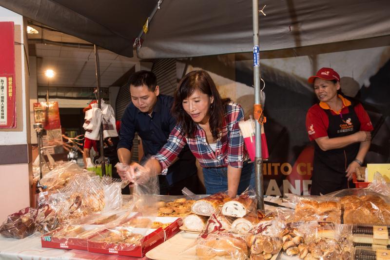 林勁勳(左)的母親黃秀芬(右),是台南名店佳湘麵包的創辦人,她要小孩自己獨立,對他們是留德不留財。
