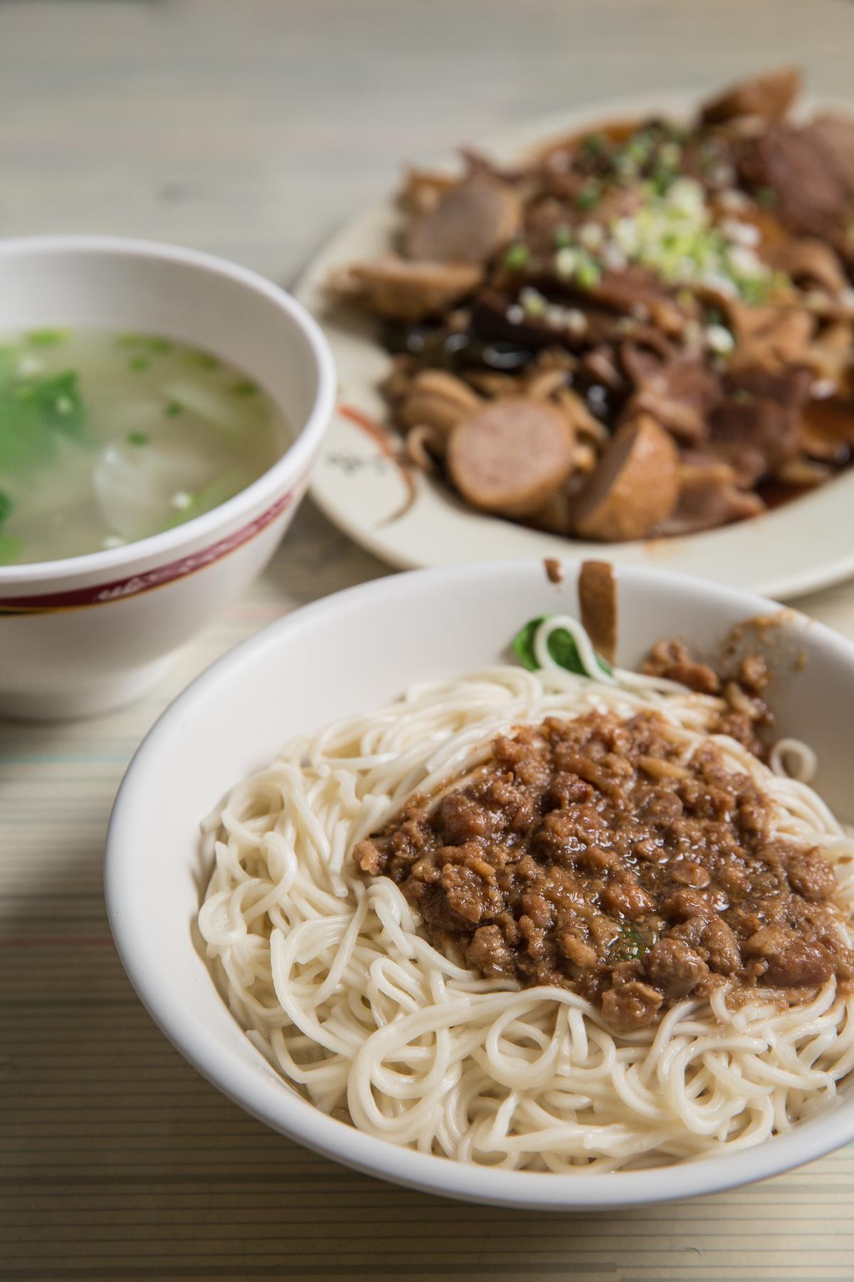 林勁勳來阿蘭麵店必點的麻醬麵,麵條Q感彈牙,每次總吃上兩碗才滿足離開。