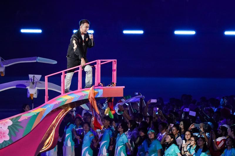 典禮尾聲由滅火器樂團帶領全場唱《晚安台灣》。
