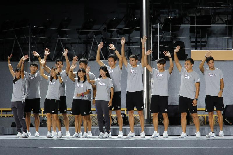本次世大運台灣英雄,一起現身接受民眾歡呼。