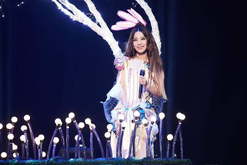 田馥甄2010年單飛發片受封「文青女神」,「如果」世界巡迴演唱會將於高雄巨蛋劃下圓滿句點。(華研提供)