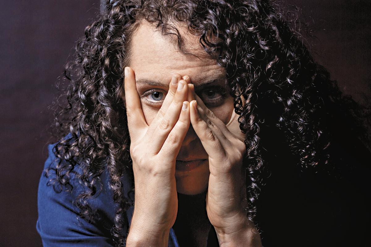瑞秋史塔20歲確診為偏執型思覺失調症,正性症狀如幻覺、幻聽尤其明顯。