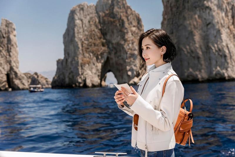 劉詩詩在微電影中,憑藉著五年前的一封信,來到卡布里島追尋生命中的Mr.Right。
