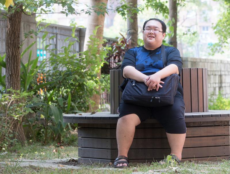 我們回到宋尚緯念的小學,但對他來說,校園的記憶並不愉快。