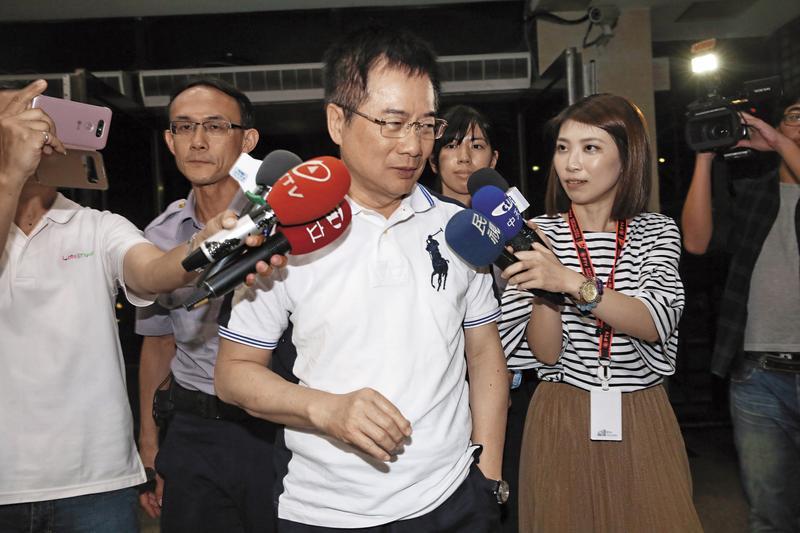 前立委蔡正元遭提訊時,曾向檢方爆料,中投機密黨產報告造假。