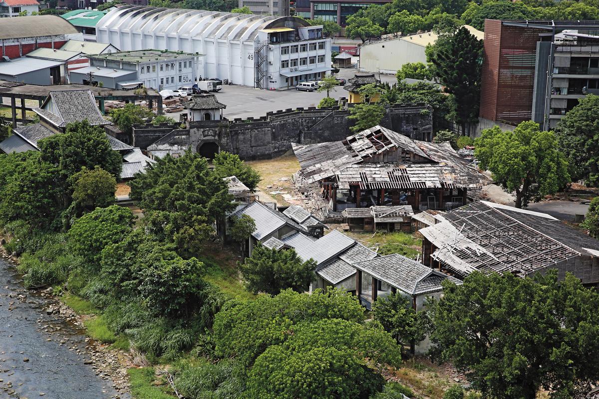中影文化城占地1萬2,700坪,一度是台灣拍攝古裝片的重要地點,如今已大多荒廢,無人聞問。