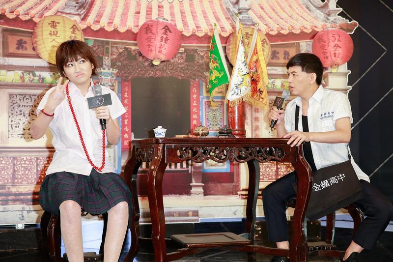 哏王黃子佼和Selina將主持今年電視金鐘,在記者會現場扮起通靈少女橋段。