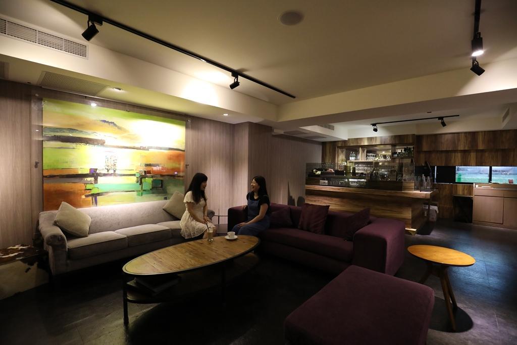 規劃小型客廳,用途多元。