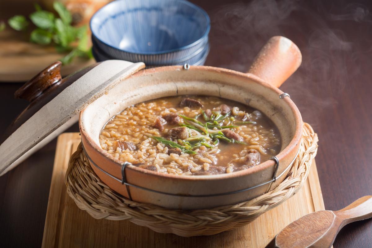 「秘製紅燒牛肉粥」的滷牛肉是Jacky媽媽的食譜,屬於偏甜的台南滋味。(250元/份)