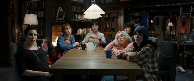 歐蜜瑞佩斯一人分飾個性迥異的七姊妹(圖中老大星期一不在場),難度高到她差點崩潰,拍完後把自己關起來3週不見人。