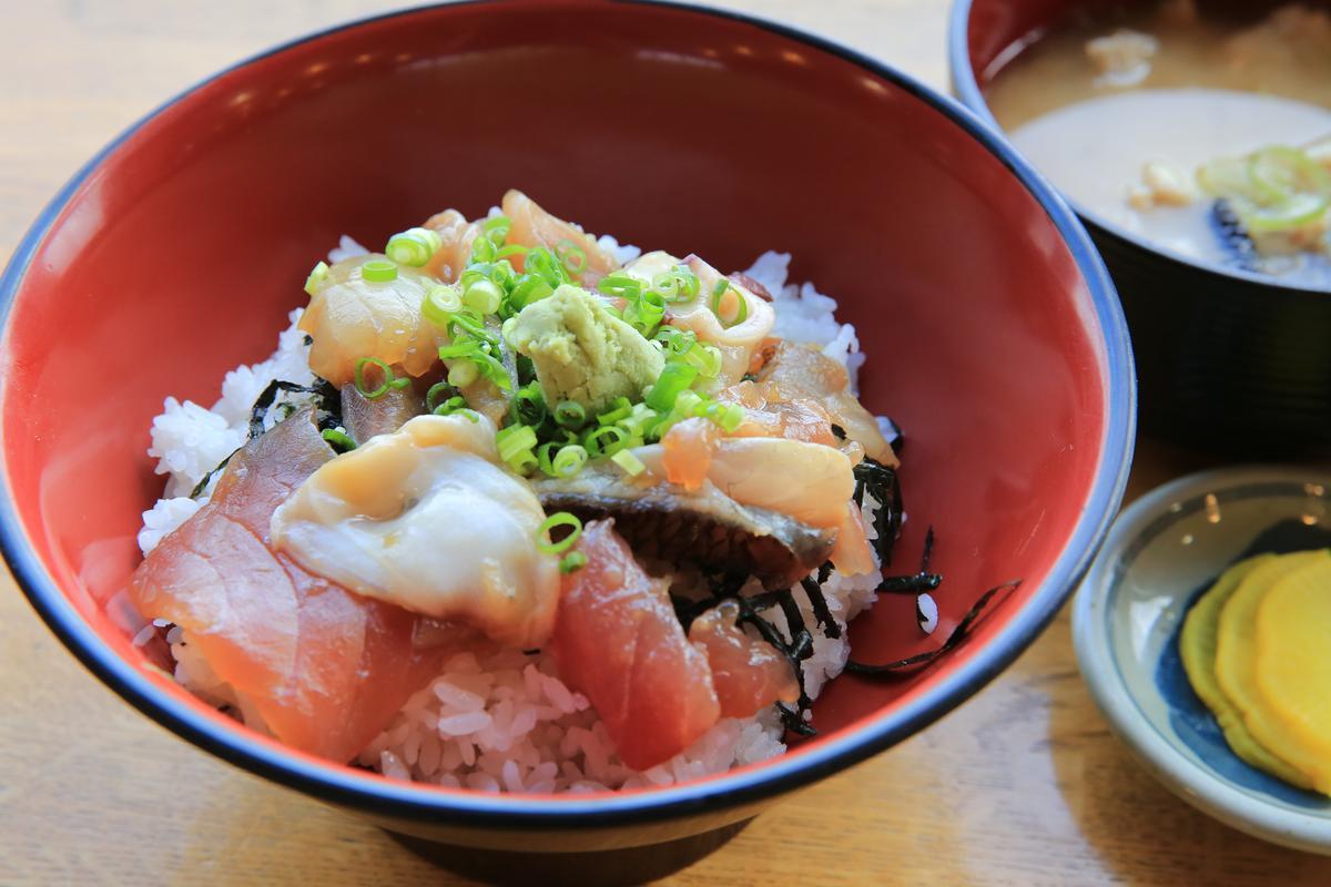 「健康丼」以當天鮮魚為主角。(650日圓/份,約NT$178)