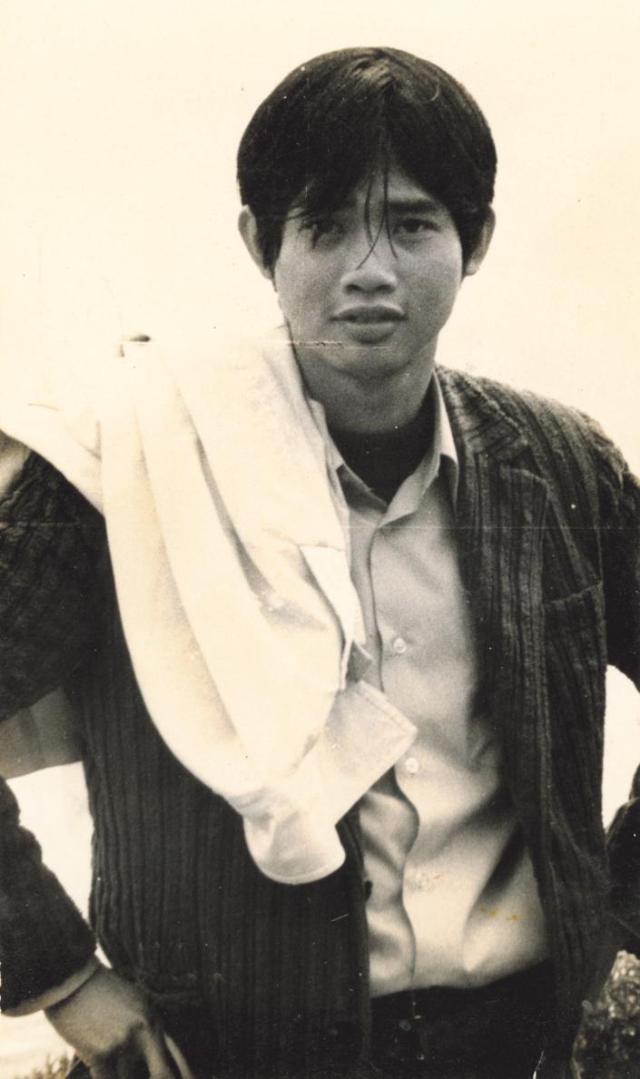 就讀台大外文系時期的少年李永平,造型頗有他自詡的浪子風格。(高嘉謙提供)