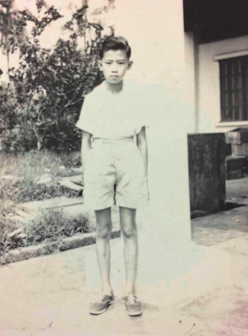 童年階段的李永平,總是獨自看書、玩耍,最常去的地方就是村落邊陲的熱帶叢林。(李永平提供)