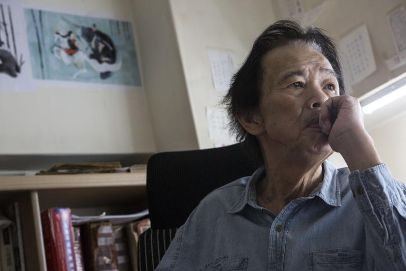 罹癌開刀後,李永平在家靜養,為了跟癌細胞賽跑,他堅持每天待在書桌前寫5、6個小時。