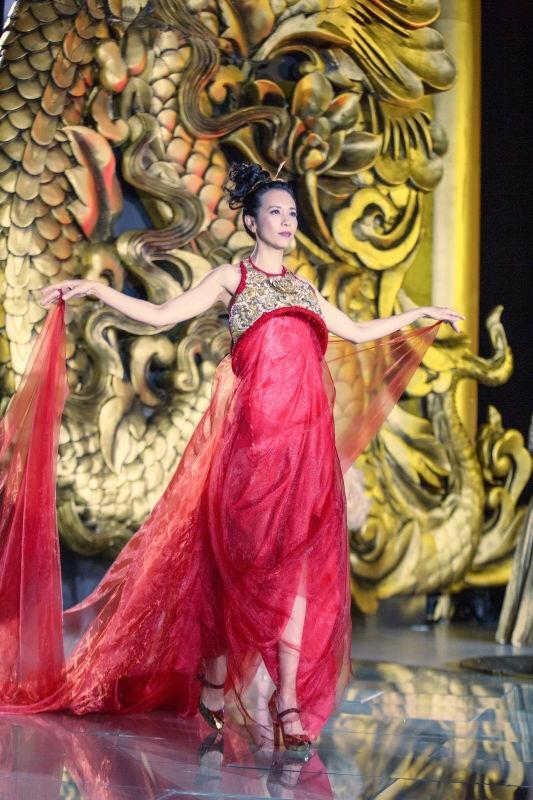 影歌雙棲的莫文蔚,是兩屆金曲歌后、曾7度入圍,創下香港女歌手紀錄。 圖:環球提供