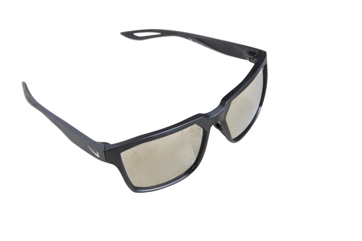 NIKE墨鏡。 約NT$3,500