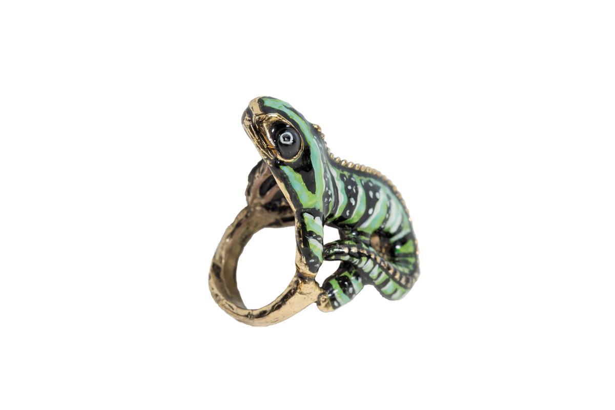 購於佛羅倫斯的蠑螈戒指。約NT$3,000