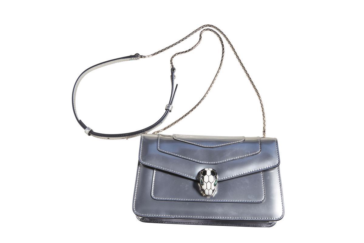 BVLGARI Serpenti銀色包款。約NT$80,000