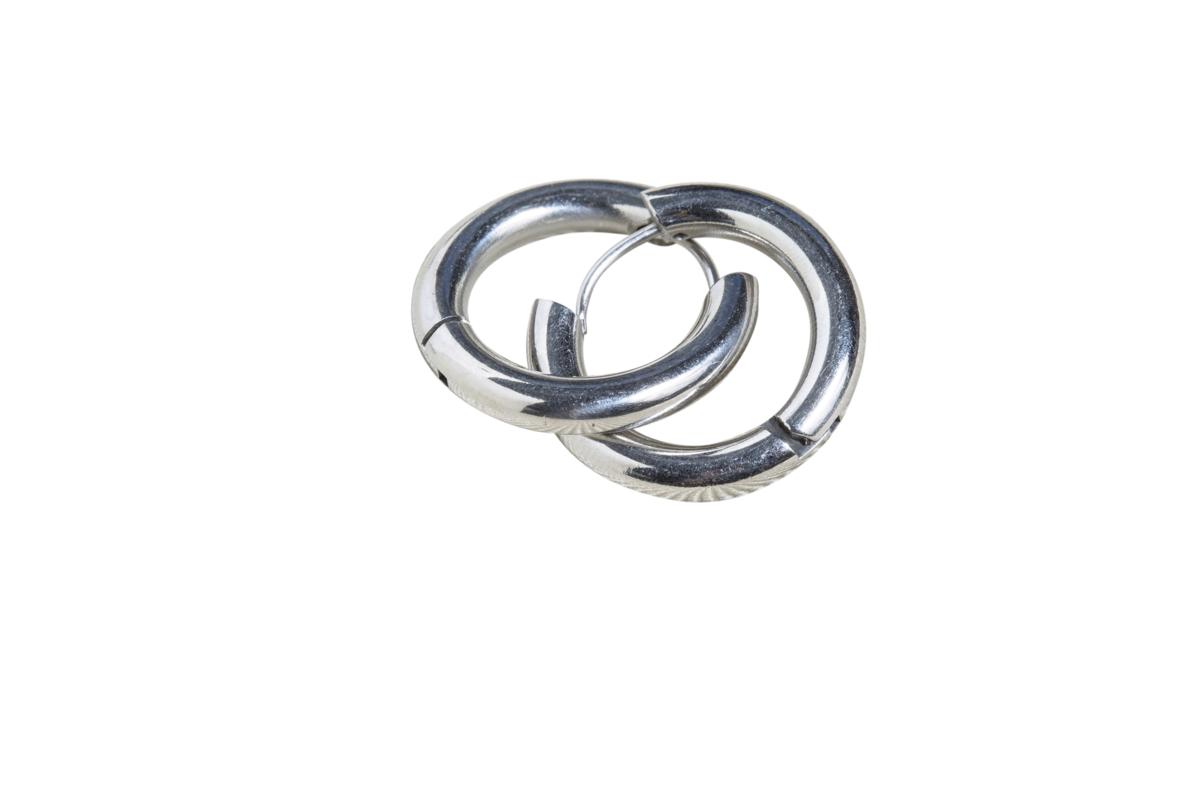 西門町買的金屬耳環。約NT$490