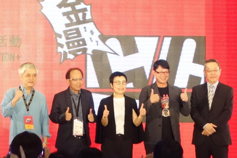 金漫獎頒獎嘉賓:漫畫家常勝(左一)、尖端集團執行長黃鎮隆(左二)、漫畫家林政德(右二)。