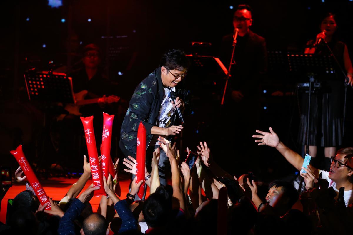 譚詠麟在演唱會中設計DISCO橋段,現場氣氛超嗨。